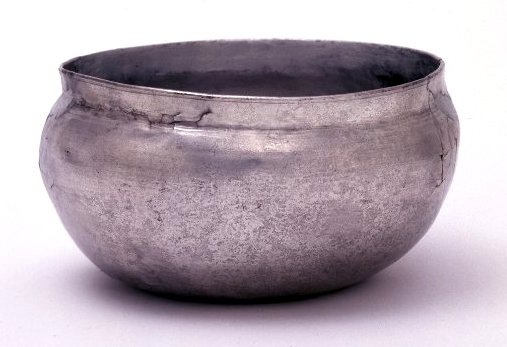 water newton treasure - plain bowl